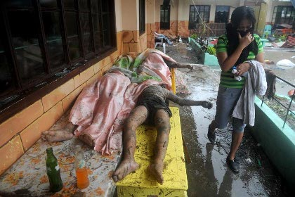 dead bodies rot after Typhoon Yolanda